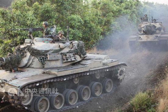 台军战车翻覆致3人死亡军方:两处逃生口受阻