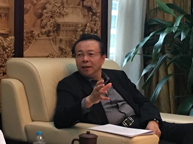 赖小民与其小老婆_图:中国华融董事长赖小民表示,公司计划用五年时间跻身世界五百强