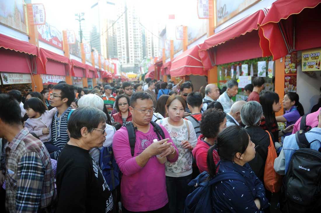 香港工展會晚上閉幕 市民入場買平貨