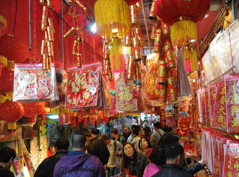 内地 > 正文    年关将至,香港和深圳的各大关口和商业街区年味日见浓