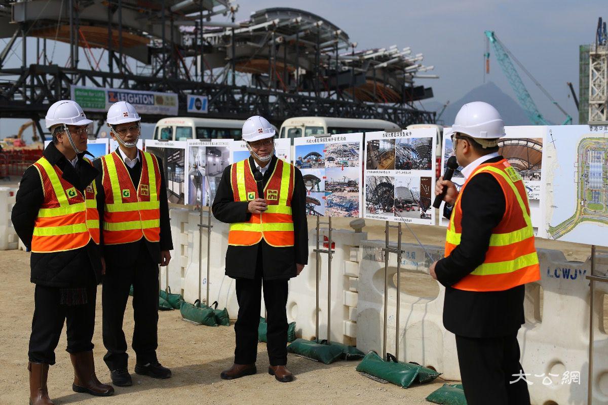 港珠澳大橋香港口岸料年底浚工 旅檢大樓天幕成形