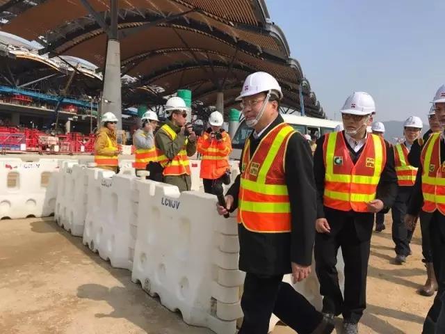 張炳良視察港珠澳大橋 主橋工程年底完成