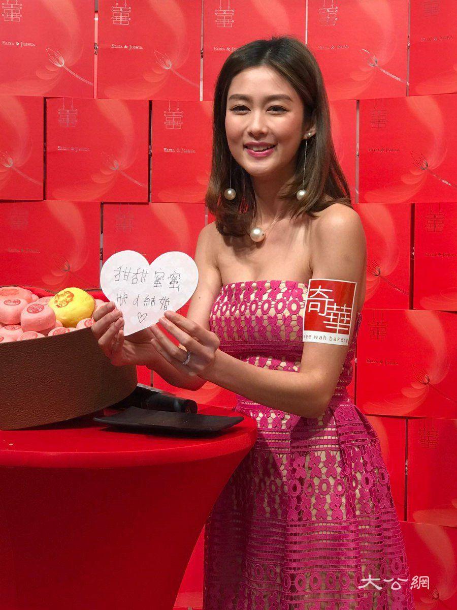 今年情人节岑丽香继续与老公分隔两地 大公报记者吴珊珊 摄