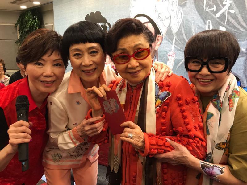 图右起:梅雪诗,白雪仙,陈宝珠,高太合照/大公报记者陈惠芳摄
