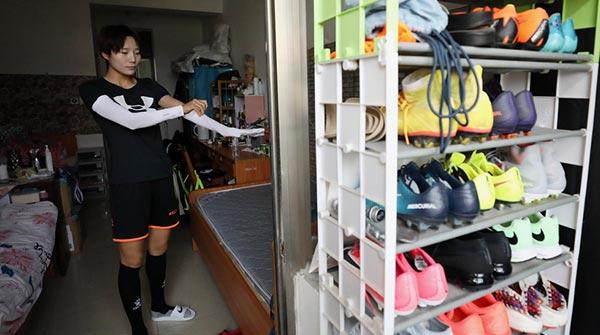 """鞋柜里没有一双高跟鞋!每个队员都是""""汉子"""""""