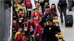 香港出现跨境生退学潮 港教育局将如何应对?