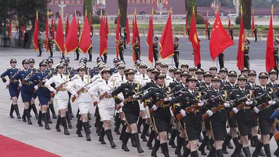 女兵方阵亮相国事访问欢迎式