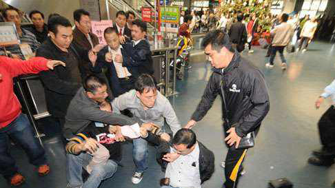 反对派恶化香港政治氛围