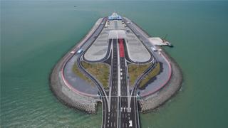 港珠澳大桥香港消防局投入运作 可处理邻近地点意外