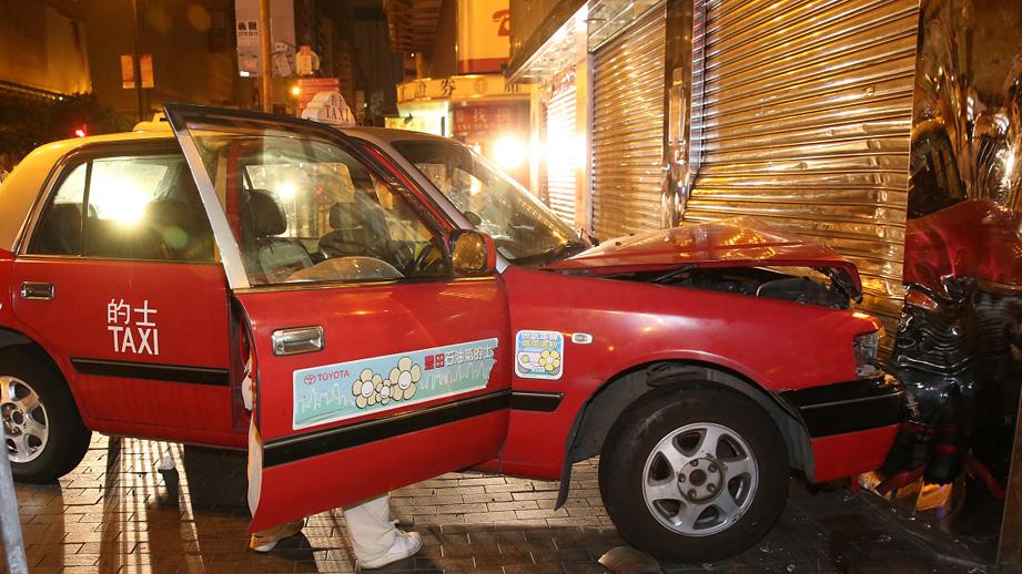 两的士疑切线相撞 香港名校前教师惨遭夹毙