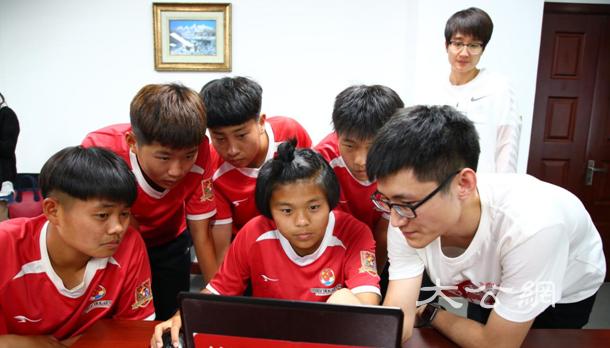 女足U15小将赴美集训 首次用在线教育解决文化课难题