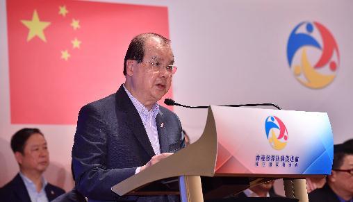 张建宗:港府投入资源扶贫助弱 港贫穷情况持续改善