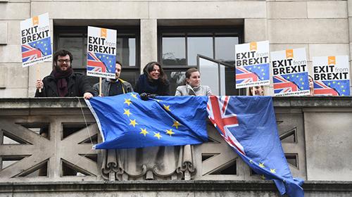"""英脱欧公投两周年 民众游行呼吁""""脱欧协议公投"""""""