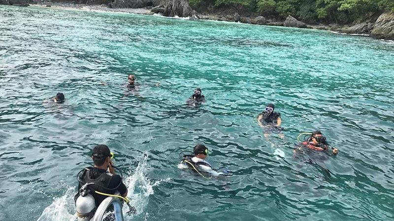 中国救援队参加泰国普吉岛翻船事故救援
