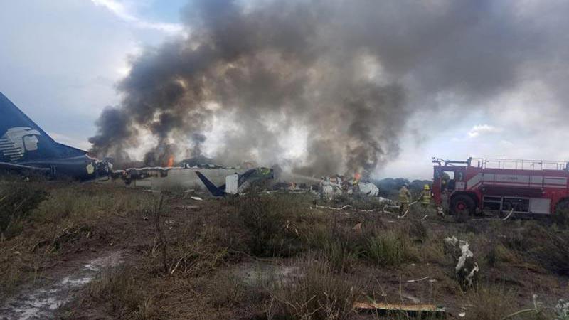 墨西哥一客机坠毁后续 乘客质疑机师应对事故负责