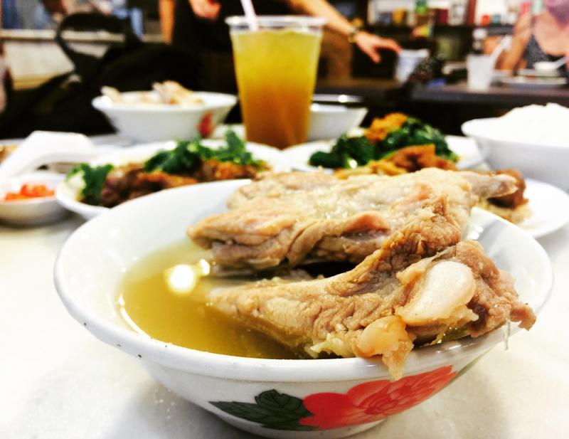 吃肉骨茶还得去新加坡/潘 少