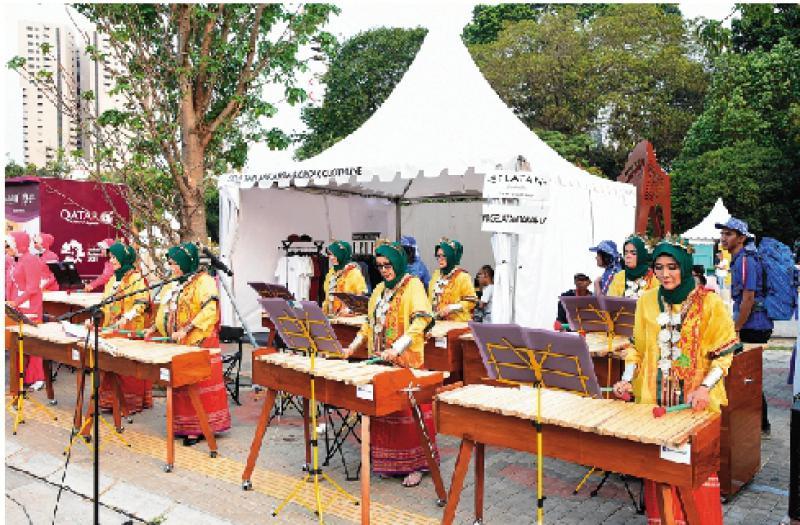 印尼传统音乐表演助兴