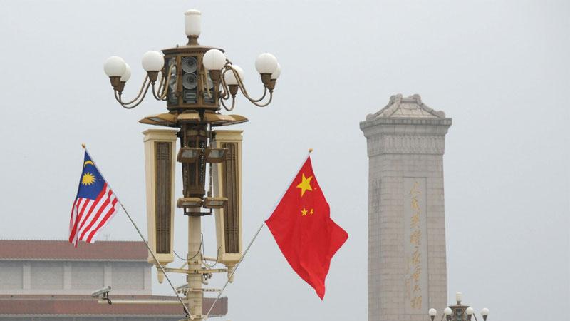 北京天安门广场悬挂中马国旗 欢迎马来西亚总理马哈蒂尔访华