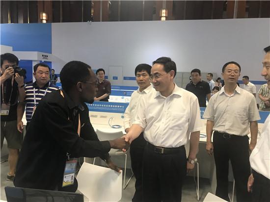 国新办主任徐麟视察新闻中心 勉励中非媒体报道好峰会