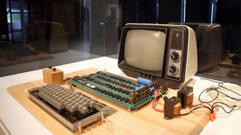 苹果初代电脑Apple Ⅰ拍出37.5万美元