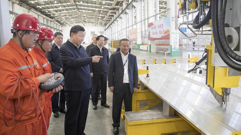 习近平:毫不动摇支持民营经济 为民企优化营商环境