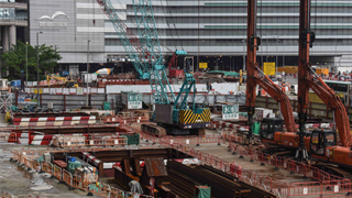 张建宗:在确保安全下恢复港铁会展站工程
