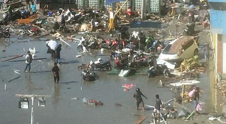 印尼强震海啸已致逾400人遇难 官方称罹难人数或升至数千人