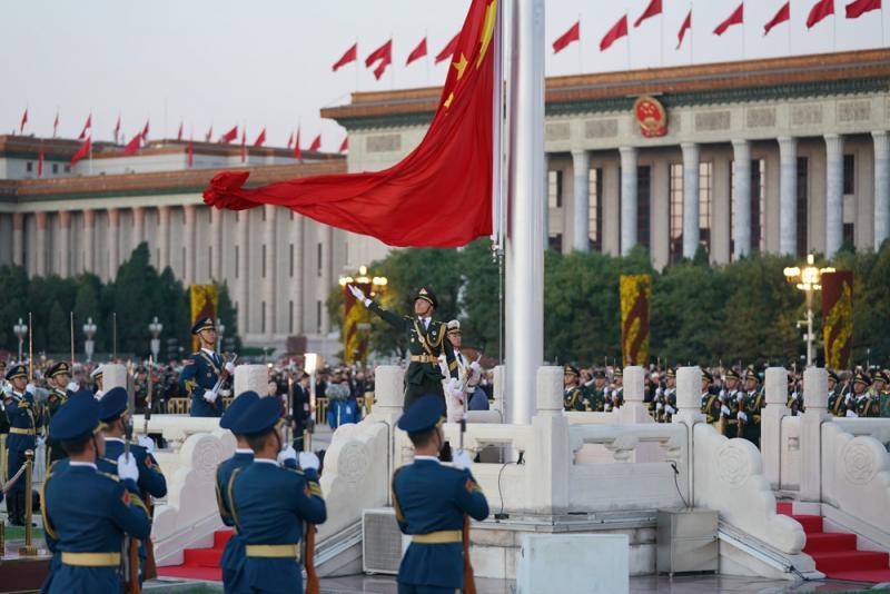 天安门广场每日升国旗的时间,是根据北京天文台提供的北京地区太阳