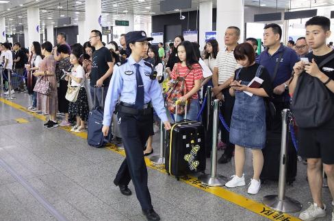 国庆节假期前三天深圳口岸日均出入境人次超80万