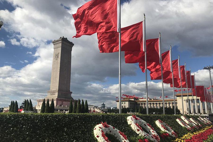习近平出席烈士纪念日向人民英雄敬献花篮仪式