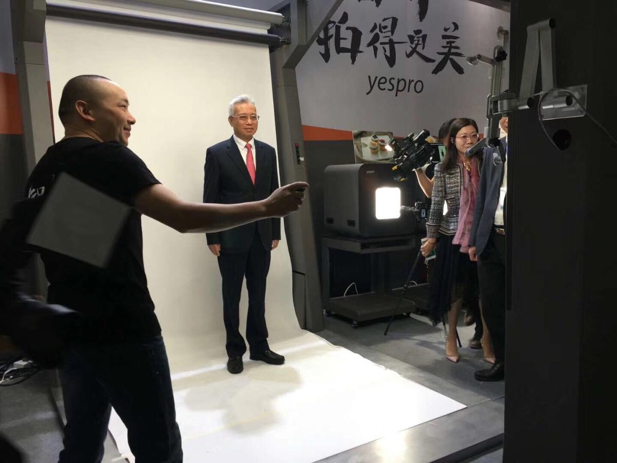 中博會展品獲廣東省長親試點贊 智能攝影系統為拓國際市場增信心