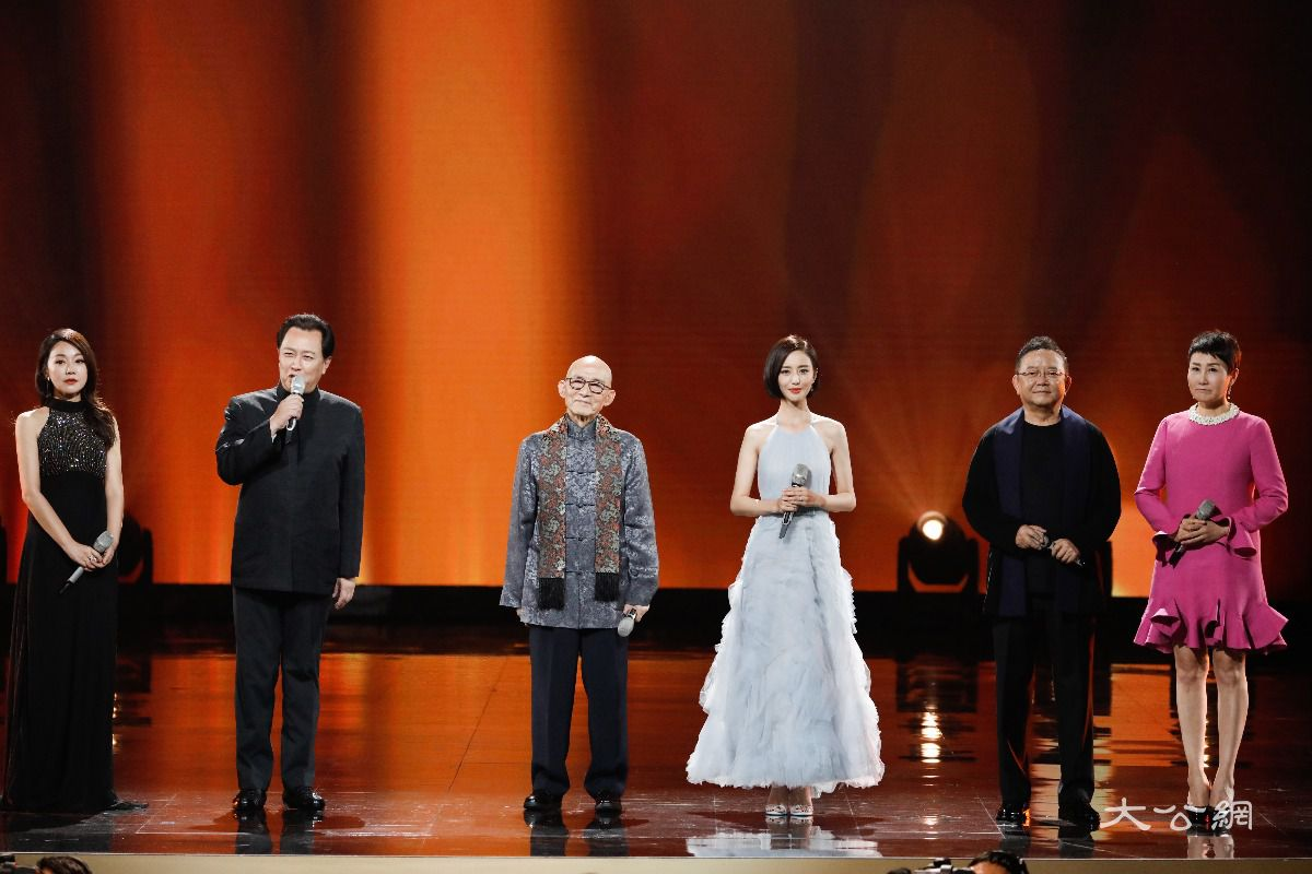 第12屆金鷹節獎項揭曉迪麗熱巴李易峰最受觀眾喜愛