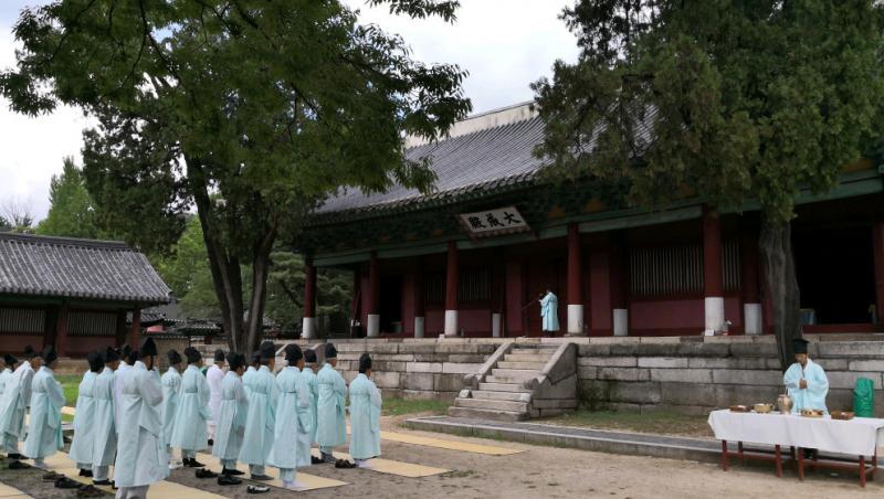 韩国成均馆大学穿古服文庙祭孔