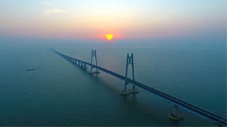 港珠澳大桥直通巴24小时运作 100分钟香港到澳门