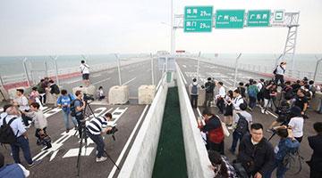 粤、港、澳三地政府同步宣布 港珠澳大桥下周三正式通车