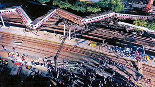 台湾普悠玛列车出轨事故 两名大陆游客1重伤1轻伤