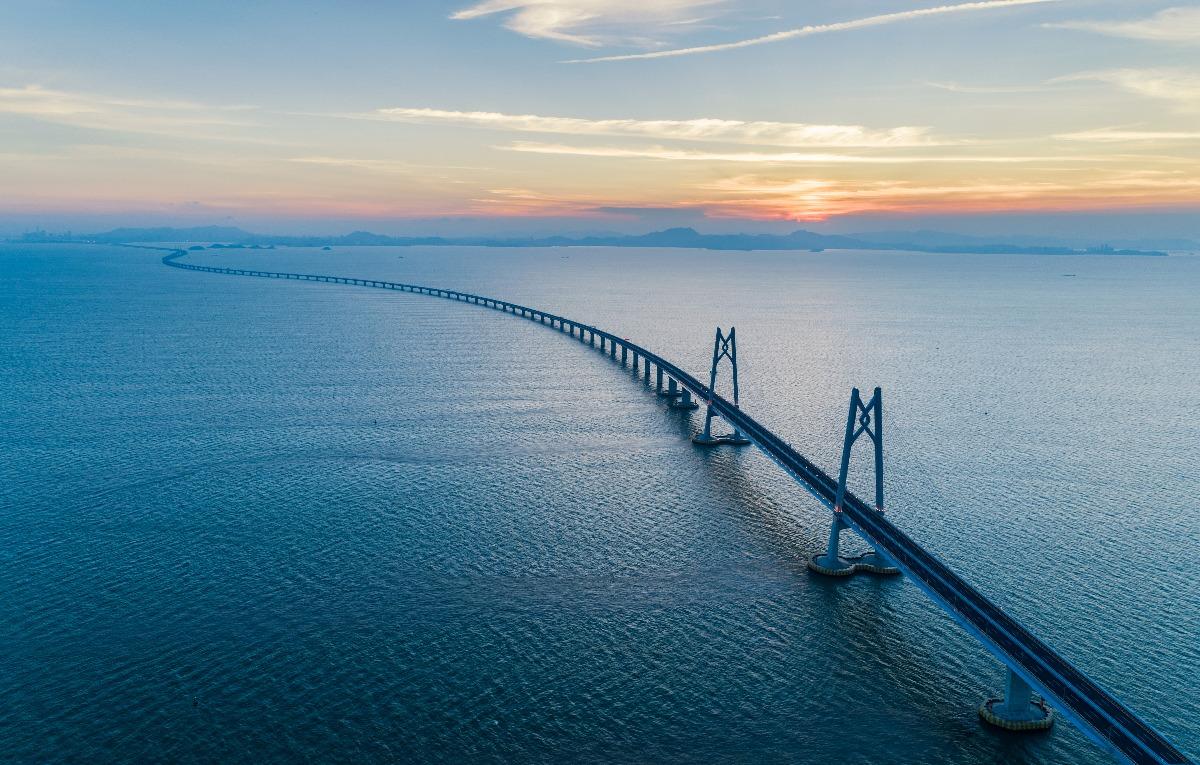 《港珠澳大桥》纪录片导演闫东:大桥将帮助粤港澳三地图片