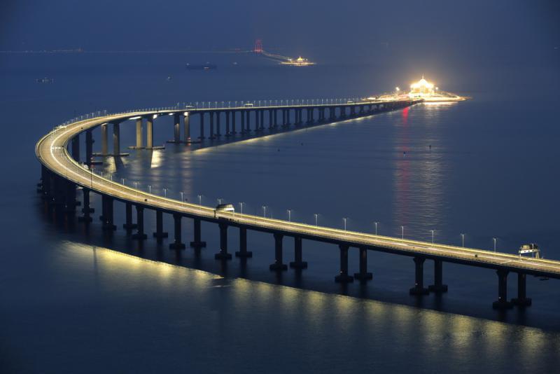 现代世界七大奇迹 港珠澳大桥开通 引全球关注