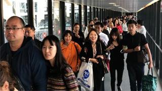 首批274名滞留塞班中国旅客回国 包括4名婴儿