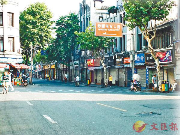 解放北路是温州市最早的一条商业街,如今依旧商店林立.资料图片图片