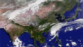 """台风蓝色预警继续发布 """"玉兔""""中心最大风力11级"""