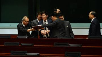 反对派为马凯护航动议被否决 郑松泰粗鄙言词骂梁君彦