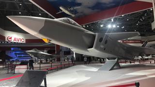 大国重器齐聚珠海 歼-10B推力矢量验证机明或将首秀