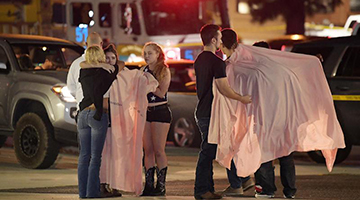 加州酒吧大屠杀12死 白人枪手与警察对攻被击毙