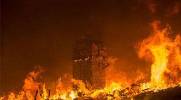 加州山火致25死110人失联 特朗普怪管理不善
