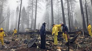 连烧16天被雨浇灭 美加州山火酿84死475失踪