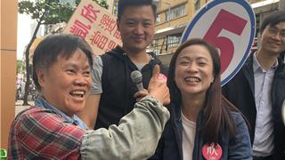 陈凯欣九龙城谢票 街坊热情祝贺