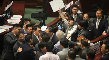 反对派又闹事懒理民生 特首立会质询被搞祸林郑表遗憾