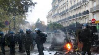 法国总理通报巴黎新一轮示威进展情况 已逮捕481人