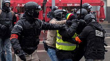 """法国""""黄背心""""运动进入第五周 示威人数锐减"""